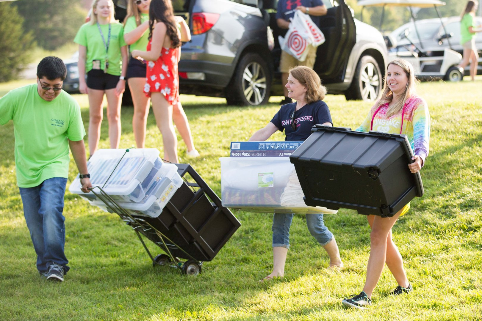 People carrying more boxes during move-in day 2017