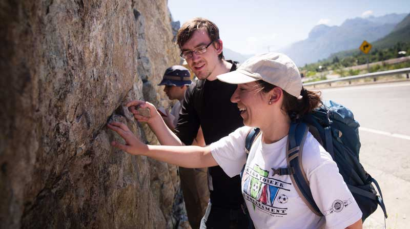 Students examine an outgroup on a geology field trip Chile